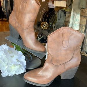 Madden Girl Shoes - Madden Girl ankle bootie NWOT